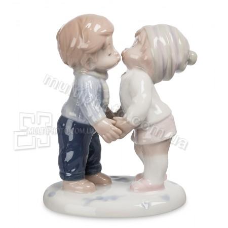 Фарфоровая статуэтка Pavone JP первый поцелуй 11 см