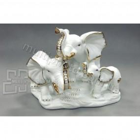 Фарфоровая фигурка Три слона 21 см